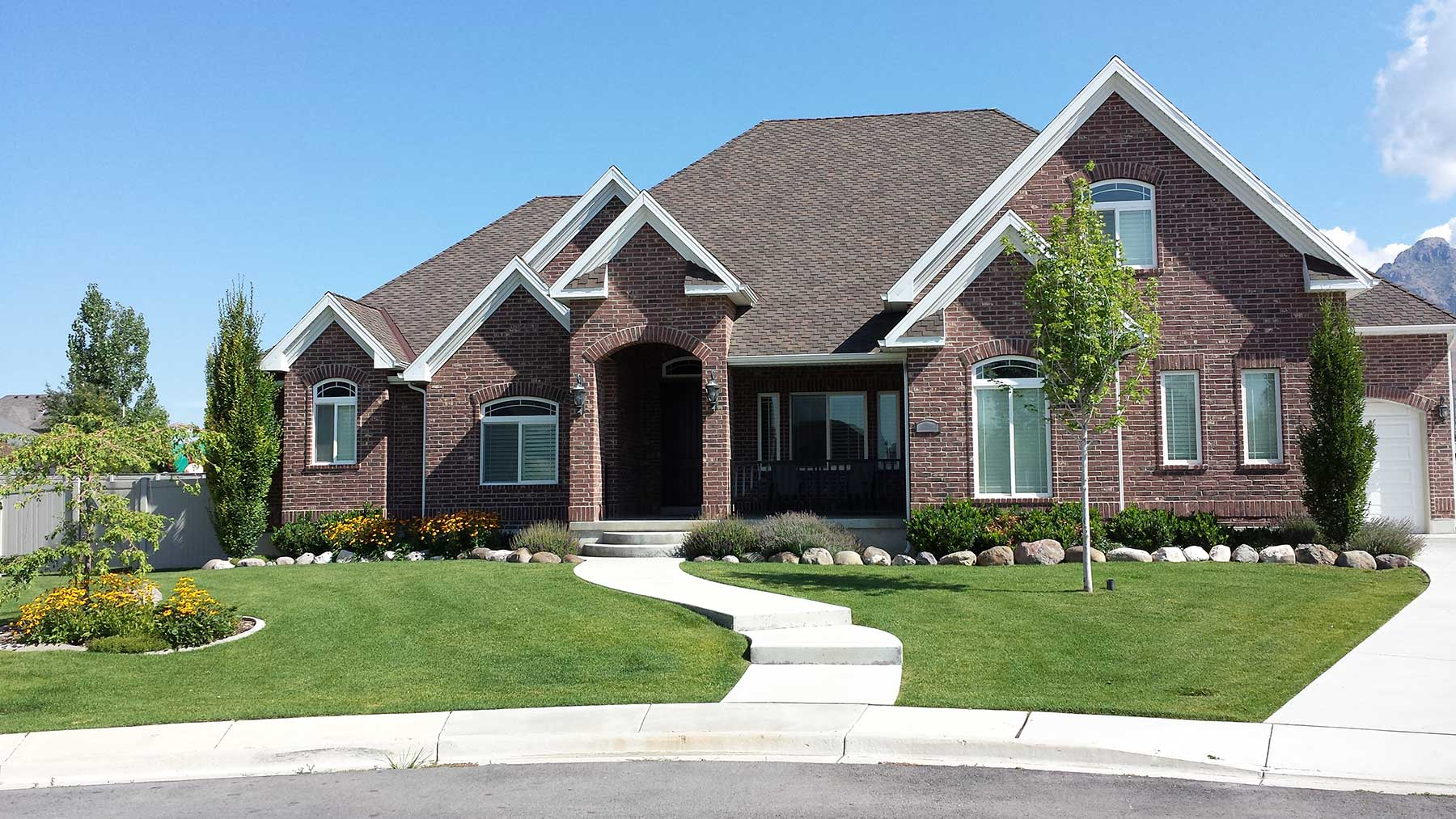Custom homes knight west homes knight west homes for Exterior features of a house